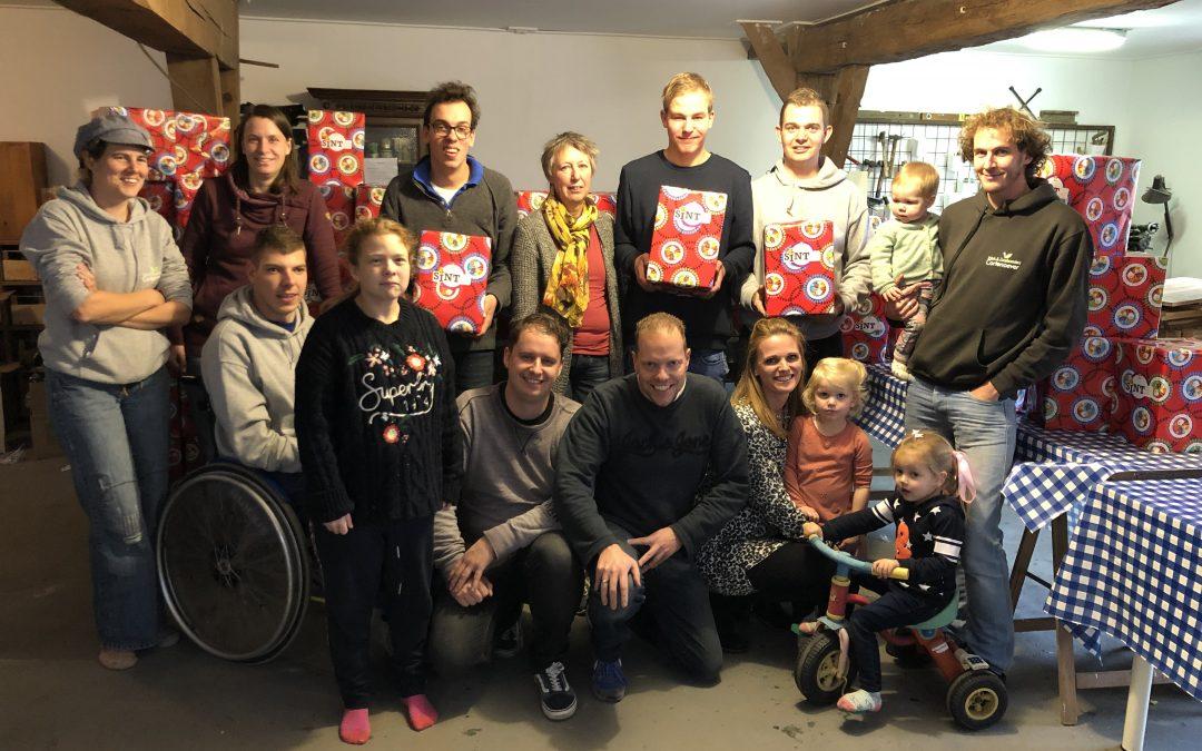 Sint Deelt Uit Pakketten ingepakt!